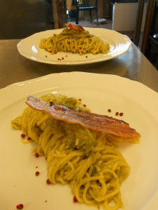 spaghetti crema di broccoli, pecorino e pancetta